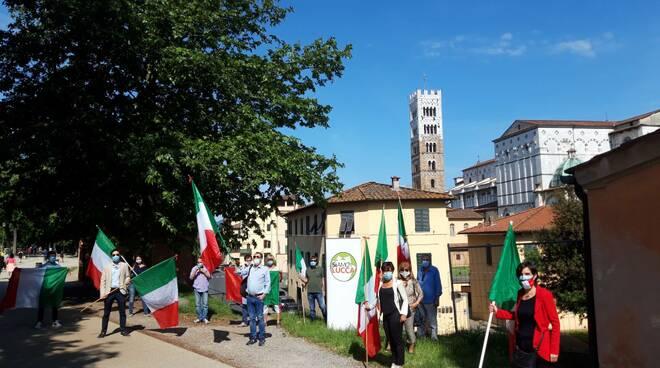 flash mob SiAmo Lucca baluardo San Colombano Lucca