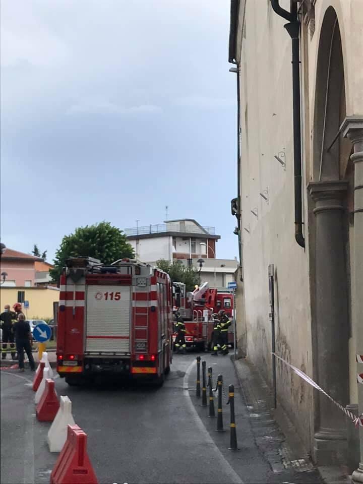Fulmine sul campanile della chiesa della Vergine a Fucecchio