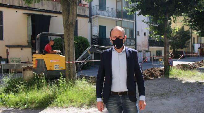 Gabriele Bove assessore Comune Lucca mascherina