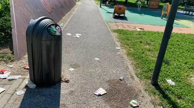 Immondizia nel parco di Sant'Anna