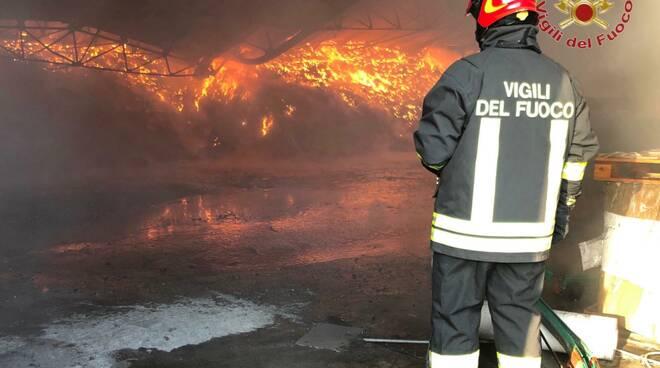 incendio lugnano di vicopisano 2 giugno 2020