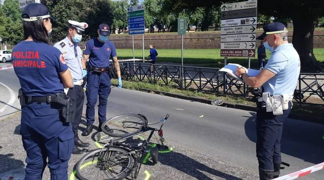incidente piazzale Ricasoli pedone auto 13 giugno 2020