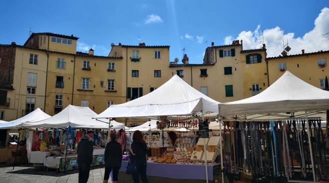 mercato artigianato piazza Anfiteatro