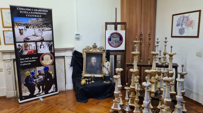oggetti sacri trafugati a lari riconsegnati dai carabinieri