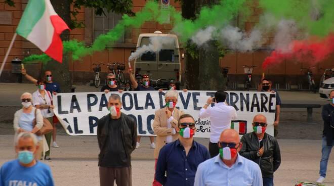 petizione mascherine tricolori piazza 6 giugno 2020