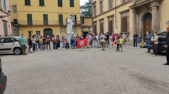presidio piazza Guidiccioni scuola sinistra