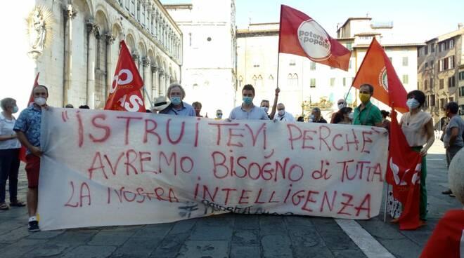 Priorità alla scuola presidio piazza San Michele Lucca