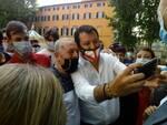 selfie Matteo Salvini piazza Lucca 23 giugno 2020