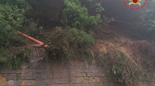 smottamento detriti viale dei Ponti Volterra