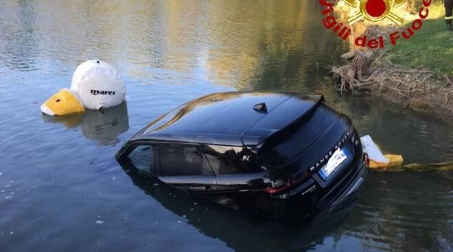 auto nel lago cascina vigili del fuoco 22 luglio 2020