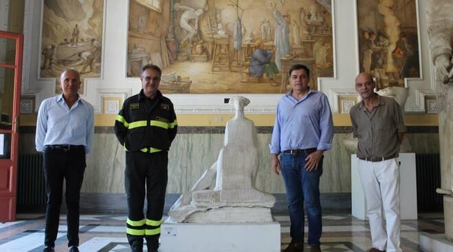 Comandante Vigili del Fuoco in visita a Pietrasanta