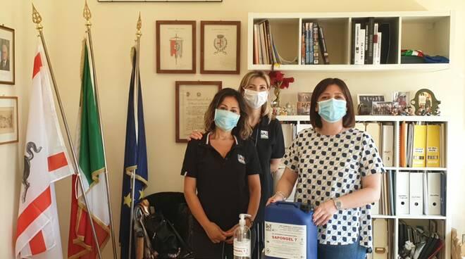 donazione gel sanificante Giulia Deidda sindaco