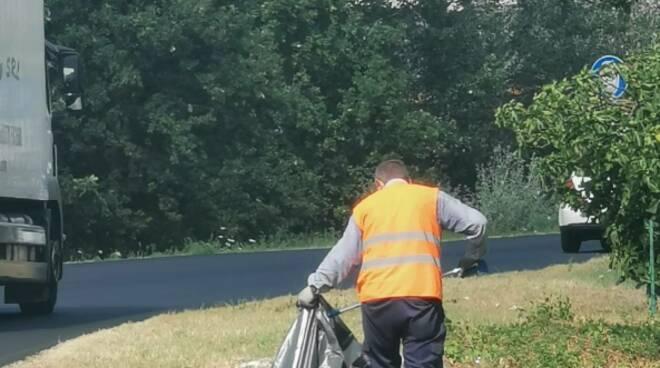 Fucecchio, proseguono gli interventi di pulizia delle banchine stradali
