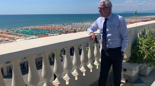 Giorgio Del Ghingaro sindaco di Viareggio terrazza