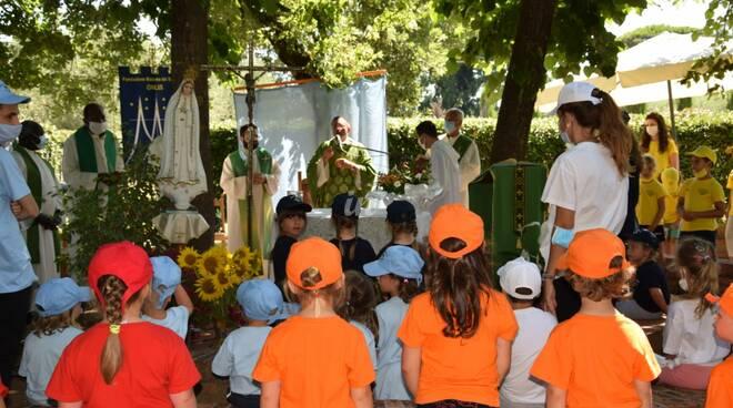il vescovo Migliavacca ai campi solari Sant'Anna di Orentano