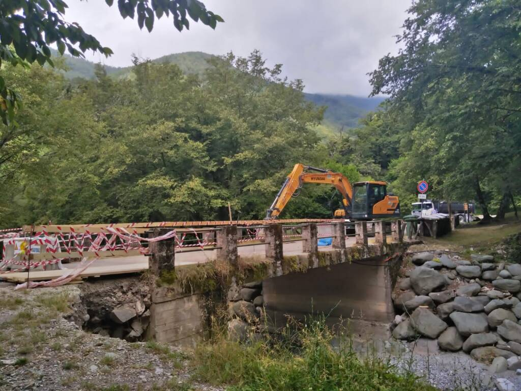 lavori sistemazione ponti Botri Montefegatesi Tereglio