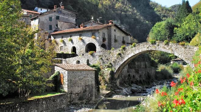 ponte della Dogana Fabbriche di Vergemoli sito Comune