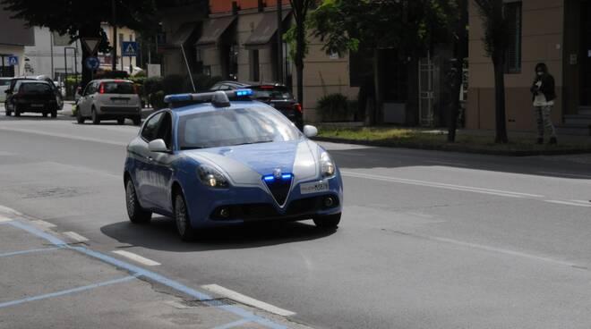 volante polizia lucca