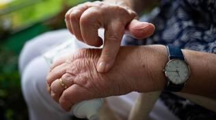 dolore cronico mani anziani