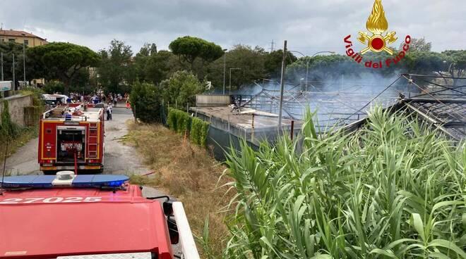 incendio al Giomelli Garden di Livorno 29 agosto 2020