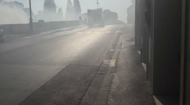 Incendio di sterpaglie a Pontedera
