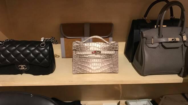 sequestro prodotti contraffatti Guardia di finanza Viareggio