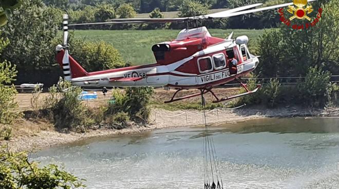 vigili del fuoco elicottero incendio