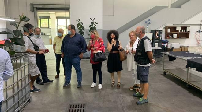 Claudio Durigon e una delegazione della Lega in visita alle aziende del cuoio