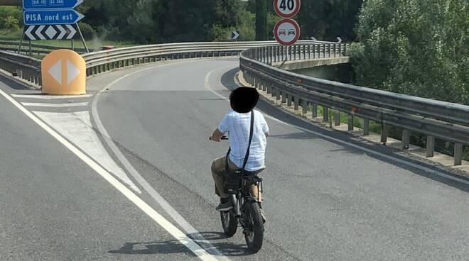 con la bici in fipili a Pisa