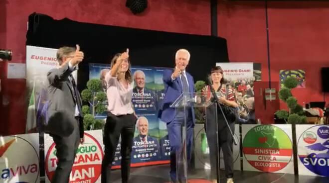 Eugenio Giani festeggia l'elezione a governatore della Toscana