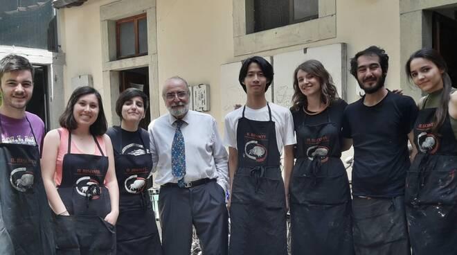 Giuseppe Di Giangirolamo con gli studenti