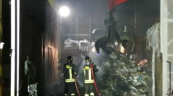 incendio d& d trasporti pontedera notte tra 5 e 6 settembre 2020