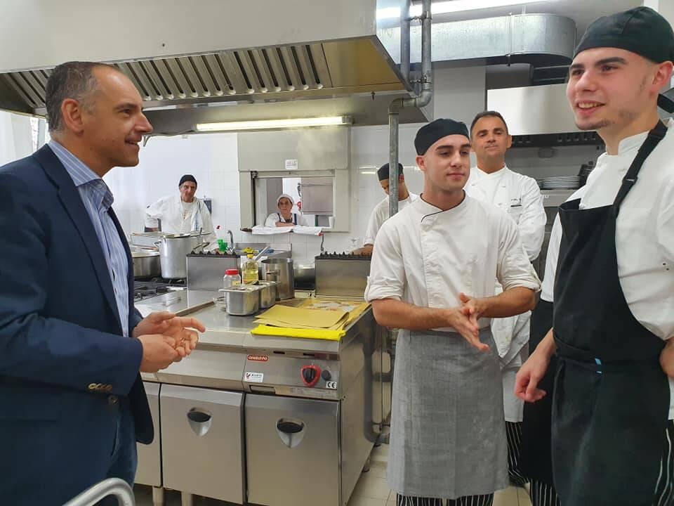 Menesini nelle cucine dell'alberghiero Marconi