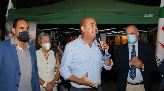 Nicola Zingaretti comizio piazza Napoleone regionali