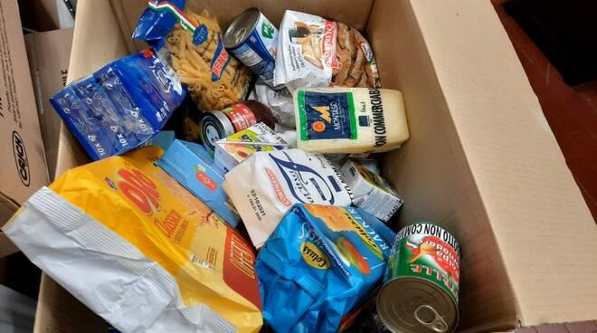 pacchi alimentari Croce Verde e Lions