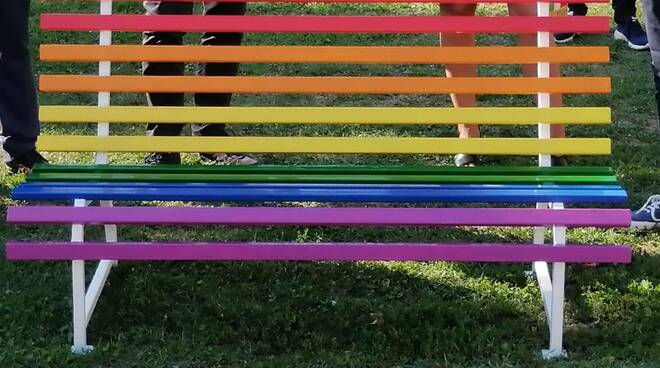 Panchina arcobaleno Fornaci