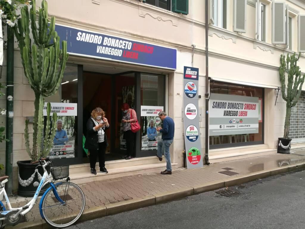 Viareggio: l'attesa dello scrutinio ai comitati elettorali