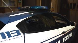volante polizia arresto danneggiamento