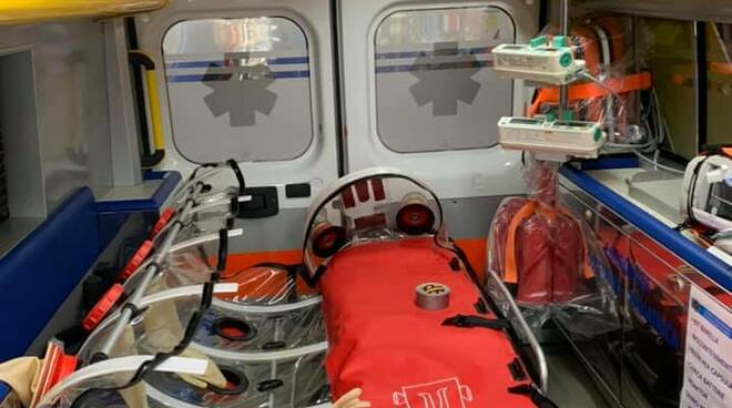 ambulanza attrezzata covid