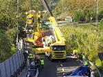 Autista muore nel camion che si ribalta in autostrada
