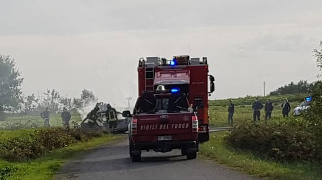 auto in fiamme ad altopascio