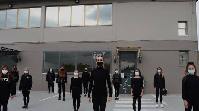 coronavirus, protesta di Marika Torricelli scuola Espressioni Danza