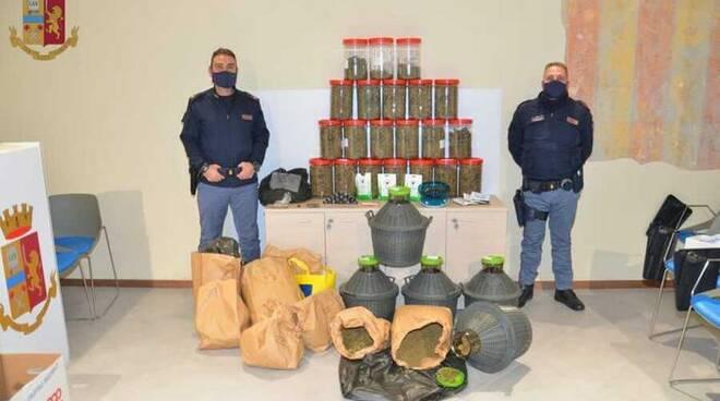 Droga in barattoli blitz della polizia di Pistoia