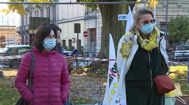 flash mob Movimento Cinque Stelle tiglio viale Regina Margherita Lucca