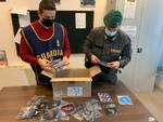 Mascherine contraffatte in un negozio del centro, operazione della Finanza a Pisa