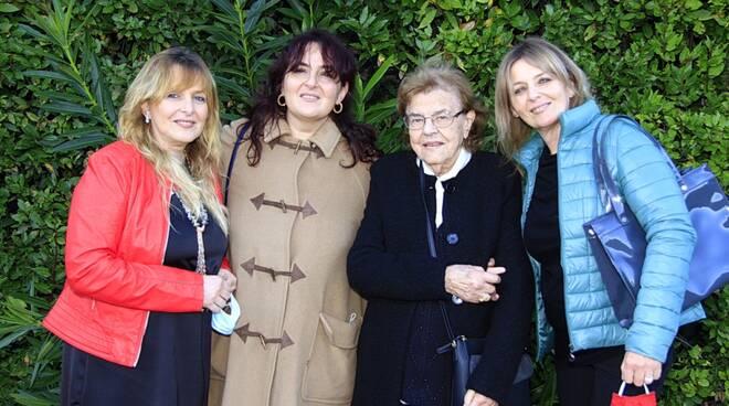 Novantenne Norma con le figlie