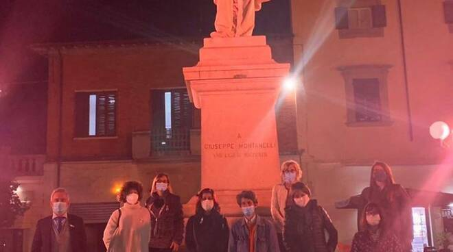 ottobre rosa, si illumina il monumento di piazza montanelli a fucecchio