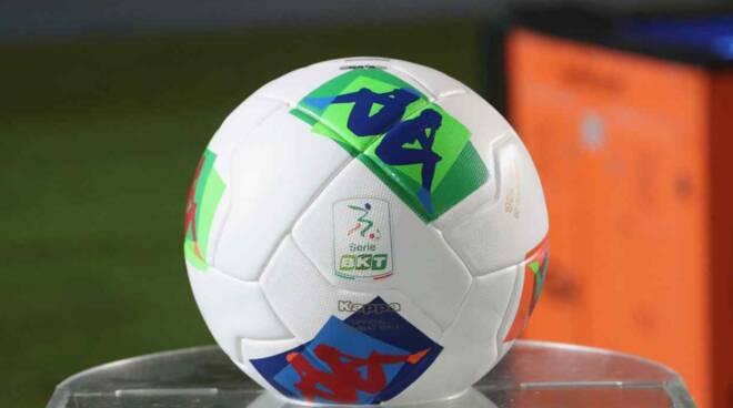 pallone calcio serie b