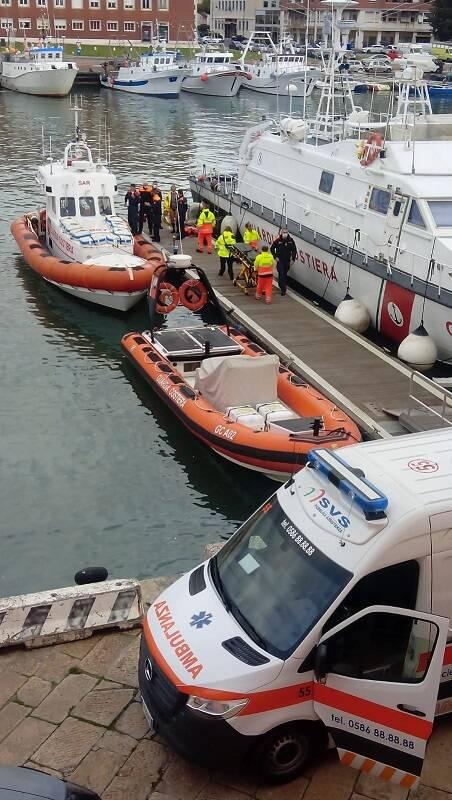 Salvataggio di pescatori guardia costiera Livorno