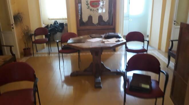 Sedie per il primo consiglio comunale a Coreglia